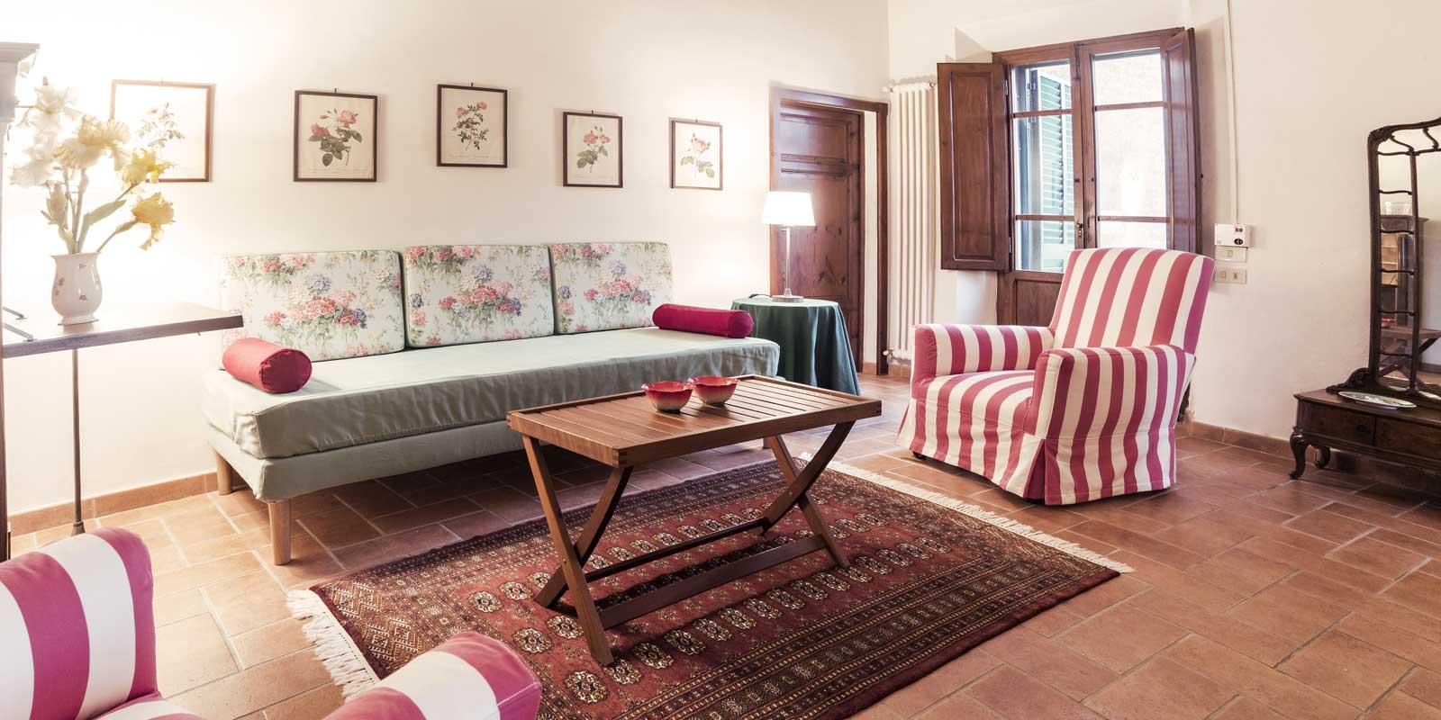 villa-santa-giulia-maremma-toscana-piombino-dimora-epoca-agriturismo-vacanze-soggiorno-prenotazione-parco-natura-verde-rose-giardino-33